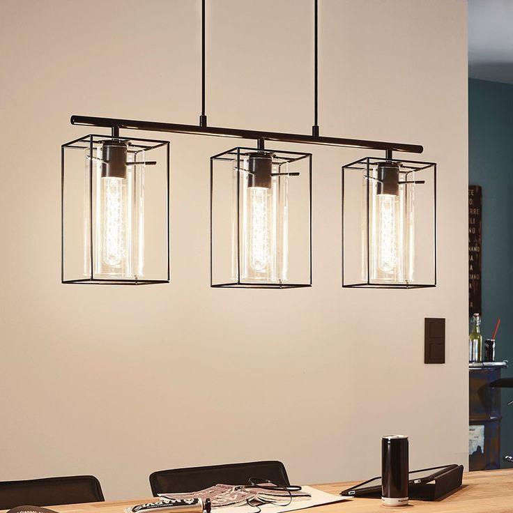 Loncino Taklampe Trippel -Loncino fra Eglo er en elegant og stilfull lampe som kommer i singel og trippel variant. Den vil passe inn for de som har en litt eksklusiv stil og den største kan være et bra valg over kjøkkenbordet. Lampen er produsert i stål som er sortlakkert og den har delikate, røykfargede glasskjermer. Det er ment at man skal bruke rørformede filamentpærer til lampen, eventuelt andre dekorative pærer.