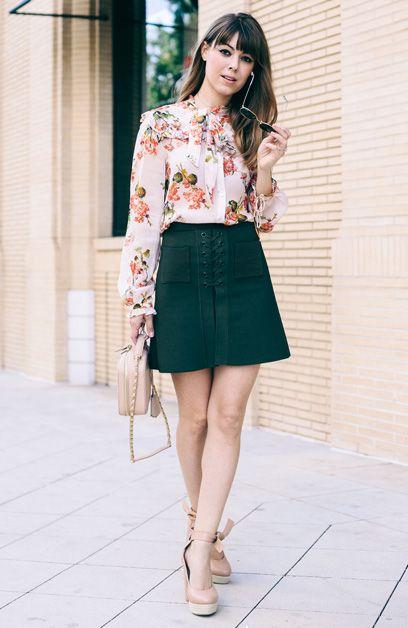Jenny Cipoletti com Camisa Floral e Saia