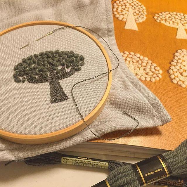 【emitarian0411】さんのInstagramをピンしています。 《ウール刺繍🌳 緑の木が一本完成✌️️カラフルな色でたくさん木を生やして、マルチカラーの森にするつもり🌈✨ #刺繍  #樋口愉美子  #ウール刺繍 #木  #森》
