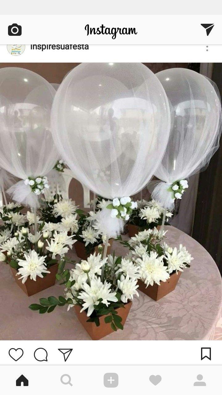 Centro de mesa para boda o comunion con flores y globos