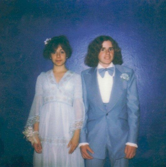 Awkward Prom Photos... I don't even know how to respond to this....