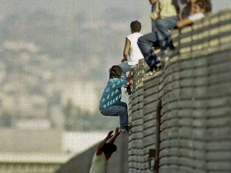 Моравска терористичка бригада   Пет стотина Срба са пасошима државе Србије прошле је године прешло, под окриљем ноћи, границу и из Мексика преко реке Рио Гранде илегално ушло на територију САД. Неки од њих имали су родбину у САД, Србе у Новом Мексику, па су одлучи�