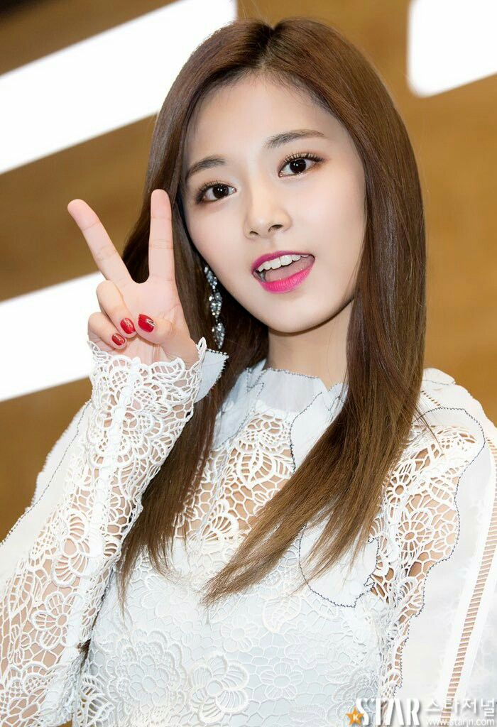I'm like TT whenever I see pictures of Tzuyu because she so pretty