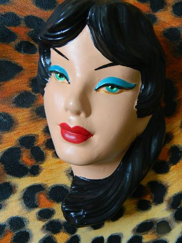GREEN EYED TRETCHIKOFF STYLE 1950S LADY WALL MASK CHALKWARE PLAQUE