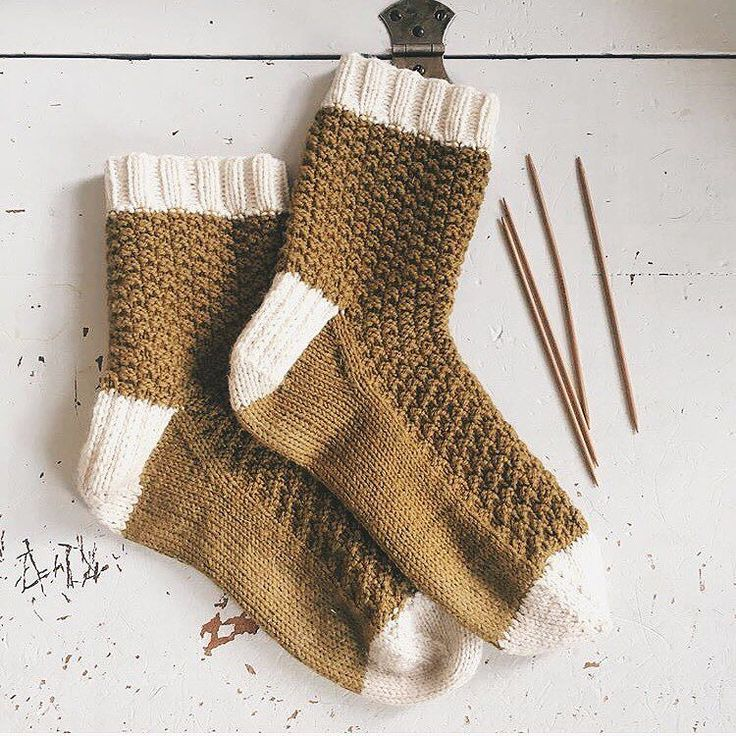 Loving these socks in Chickadee Honey and Egret shared by @twohandsfull_ ! Not a bad project to kick off the new year with don't you think? What's your first 2017 FO? #quinceandco