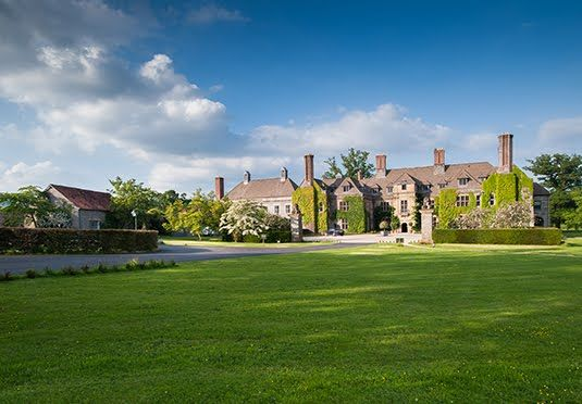 A sumptuous Welsh retreat in the heart of Wye Valley, with a choice of rooms and breakfast