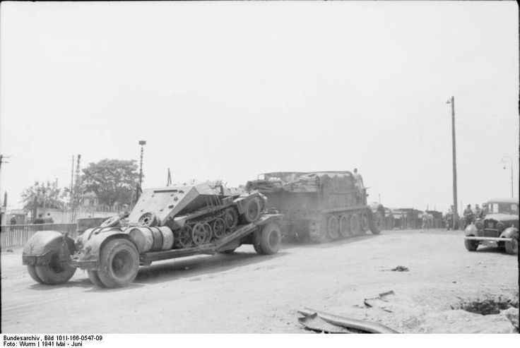 Tiefladeanhänger für Panzerkampfwagen 10 t (Sd.Ah. 115)  Un « Famo » tracte une remorque Sd.Ah. 115 sur laquelle a été montée un Sd.Kfz. 252 quelque part en Crète courant mai 1941.   Deutsches Bundesarchiv Bild 101I-166-0547-09   Griechenland, Kreta.- leichter Schützenpanzer (Sd.Kfz. 250) auf Anhänger, gezogen von schwerem Zugkraftwagen 18 t (Sd.Kfz. 9); PK 690