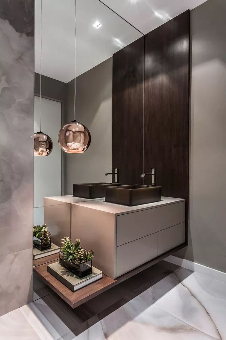 A Beautifully Warm And Chic Bathroom Hotel Common Area Bathroom Beautifully Common Hotel Hotelbath Chic Bathrooms Bathroom Interior Modern Powder Rooms