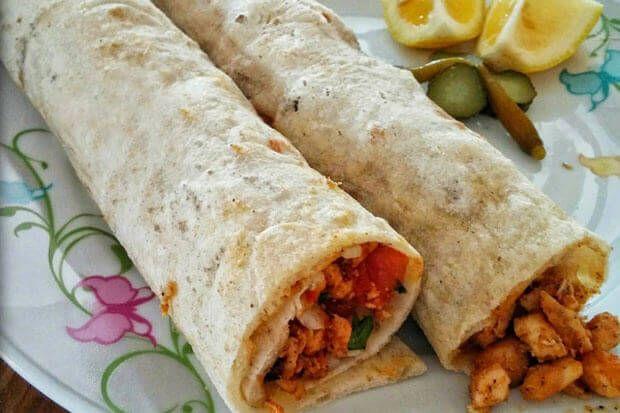 Malzemeler:1 paket tavuk göğsü (yaklaşık 500-600gram) Haşlamak için su Zeytinyağı Karabib...