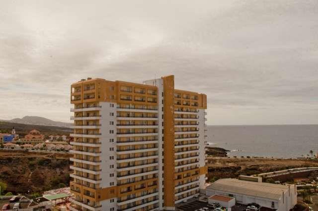 Fantastico appartamento in res, Club paradise, Playa Paraiso, 54 m2, comprende 5m 2 terrazza panoramica soleggiata dalla mattina, con una camera matrimoniale, bagno, completamente attrezzata angolo cottura, soggiorno. Complesso con piscina condominiale, r