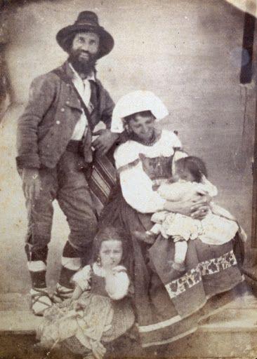 Ritratto di coppia in costumi tradizionali, con due bambini, 1855-1865;