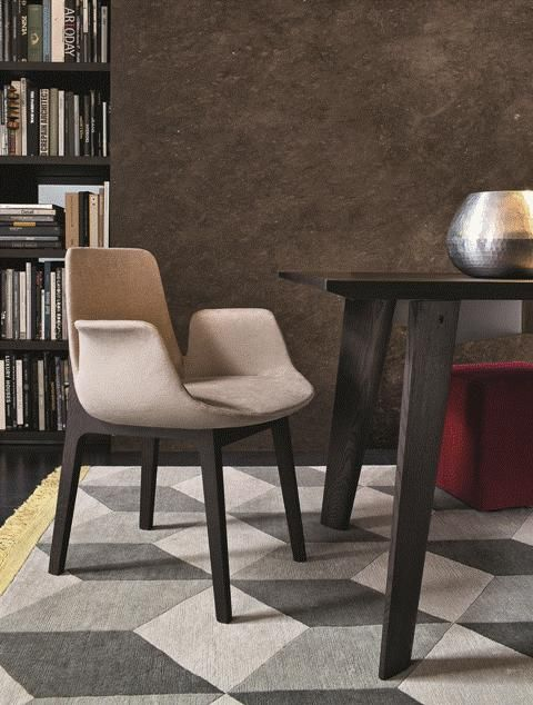 POLIFORM: Howard table, Ventura armchairs, WallSystem bookcase and Play pouf