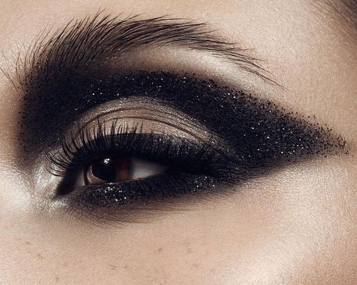 #eye #glitter #black #makeup #makeupartist #professionalmakeup