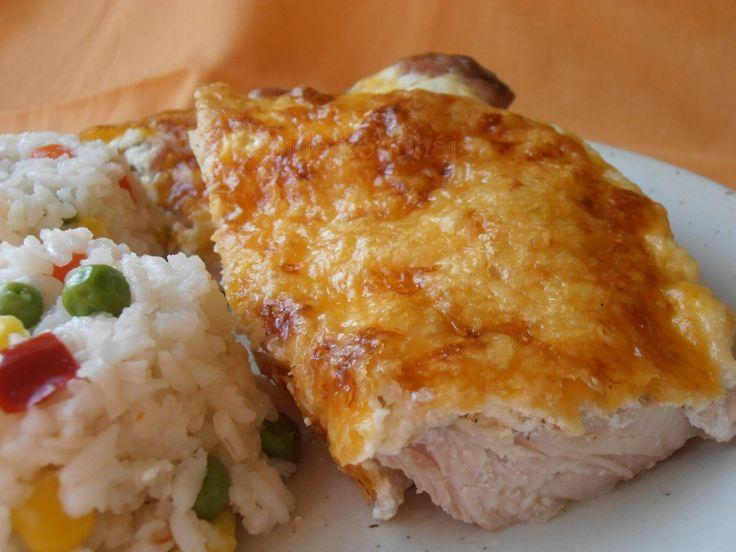 Tejfölben sült csirkecombok