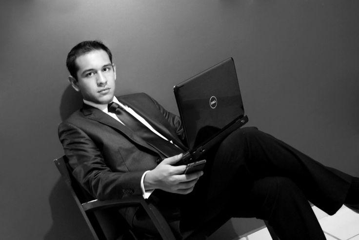 Raúl Alejandro Hernández, Licenciado en Administreación de Empresas.