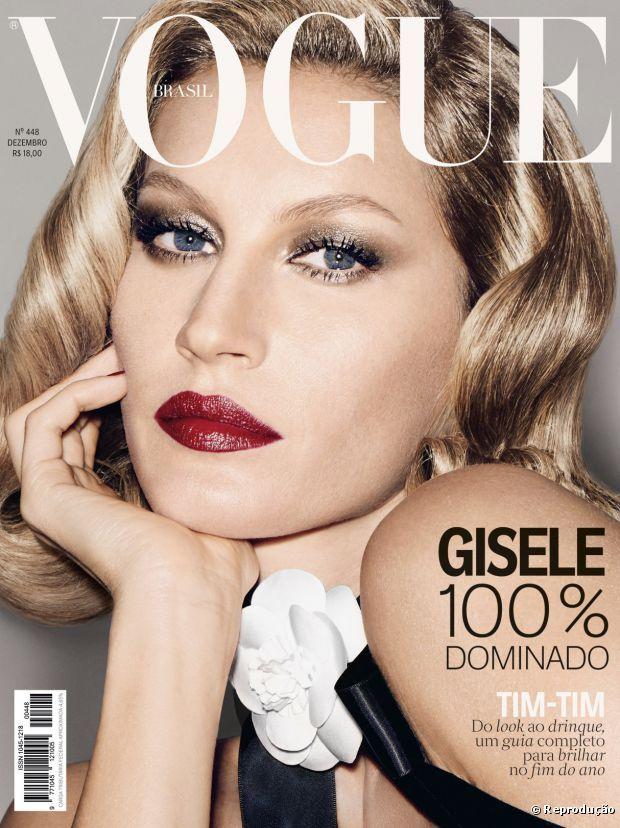 Gisele Bündchen combina batom vermelho com sombra dourada em maquiagem retrô para edição comemorativa da Vogue Brasil