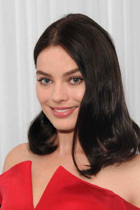 Margot Robbie... a brunette, I like very much this new look of hers!!