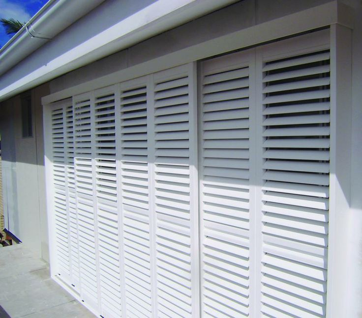 Available in a modern colour range and manufactured in Australia, Luxaflex Newstyle Polyresin Shutters are also kind to the environment.