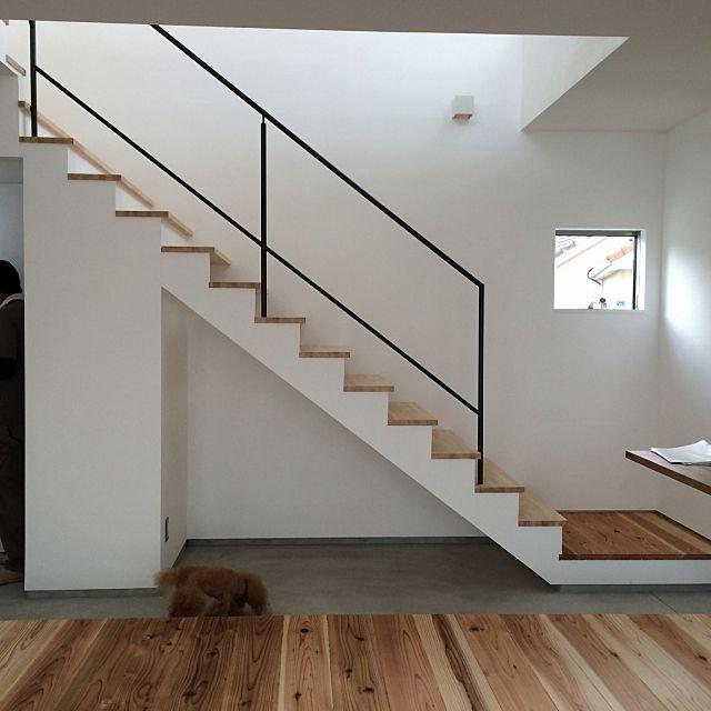女性で、の吹き抜け/階段/部屋全体についてのインテリア実例を紹介。「スチールの手すりが付きました」(この写真は 2015-06-22 09:37:27 に共有されました)