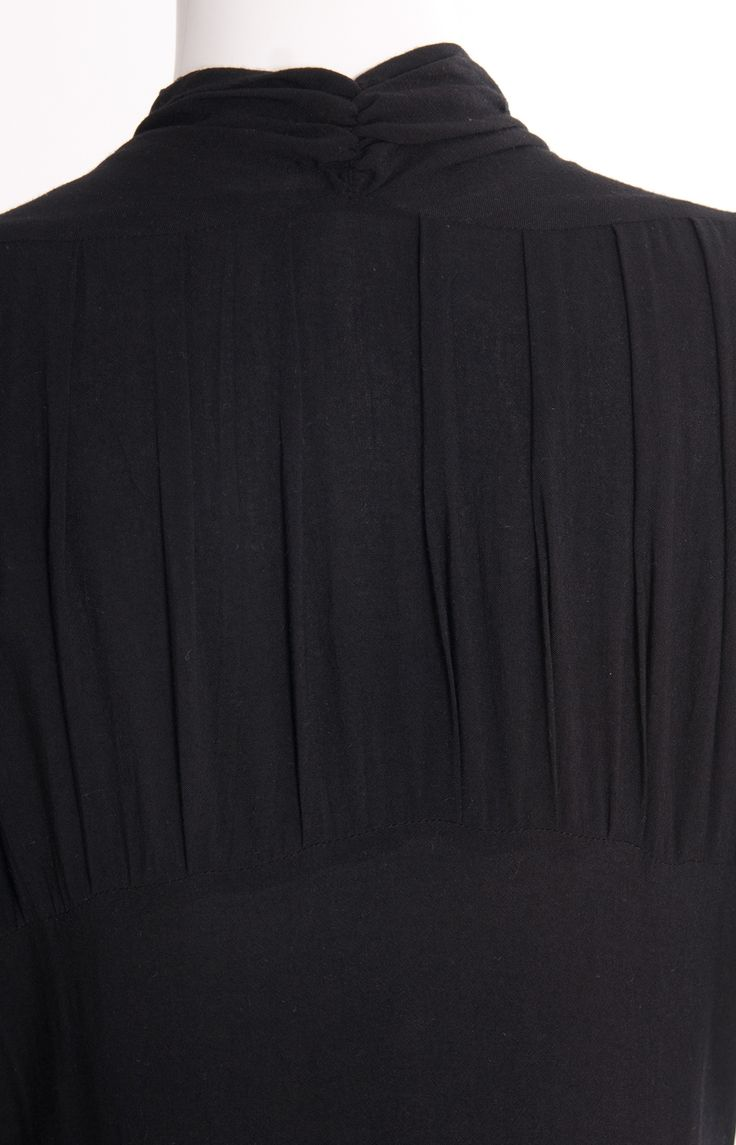 Noir Abaya #Aab #Details #Pleats #Fashion #Style #WhatsNew #NewArrivals http://www.aabcollection.com/shop/product/noir-abaya/729#
