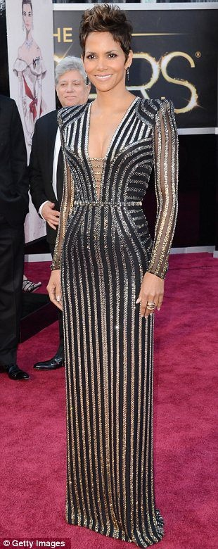 Halle Smooookin Berry- Oscars 2013    http://analisevt.wordpress.com/