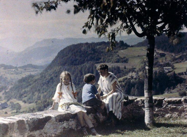 Neuveriteľné farebné dobové zábery zo začiatku 20. storočia. Profesor zachytával rodinnú idylku v rôznych častiach sveta