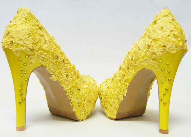 Zapatos de Novia, Rodrigo Hernández Color Amarillo con Encaje y Pedrería  Búscanos en Facebook Rodrigo Hernandez