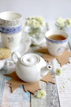 Alles und Anderes: Zeit für Tee: Köstliche Cookies mit grünem Tee und herbstliche Untersetzer aus Kork
