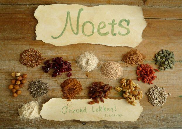 Noets, mixen op basis van noten, zaden en vruchten. Makkelijk te bereiden zonder kneden en rijzen. Gezond, zuiver en lekker!