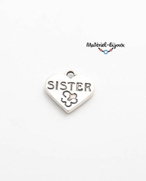 """petite breloque coeur avec inscription """"sister"""" et un petit papillon pour créer des bijoux fantaisie"""