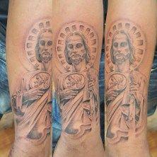 Los Tatuajes de San Judas Tadeo es un tema recurrente para quienes veneran la imagen de este apóstol, te presentamos ejemplos y su historia.