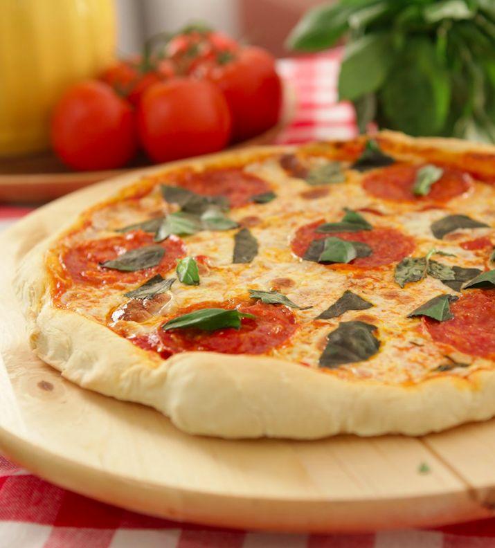 Aprenda a deixar a pizza ainda mais saborosa com Raiza Costa