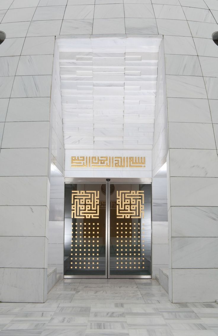 Main entrance with geometric marble murqarnas and square Kufic script. Yeşil Vadi Mosque, Istanbul, Turkey. Built in 2010 and designed by Adnan Kazmaoğlu.
