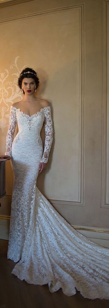 I love the drama of this @bertabridal gown. The shape at the shoulders is so fabulous.