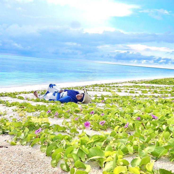 Taman Nasional Taka Bonerate adalah salah satu taman laut yang ada di Indonesia dengan keindahan yang sangat eksotis. Taman Nasional Taka Bonerate merupakan kawasan Atol terbesar ketiga di dunia. Setelah di kepulauan Marshall dan juga kepulauan Maladewa.[Photo by instagram.com/yuni_cryztal]