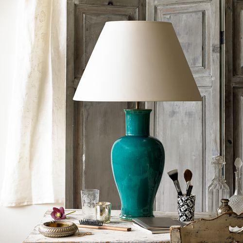 Lola table lamp in emerald