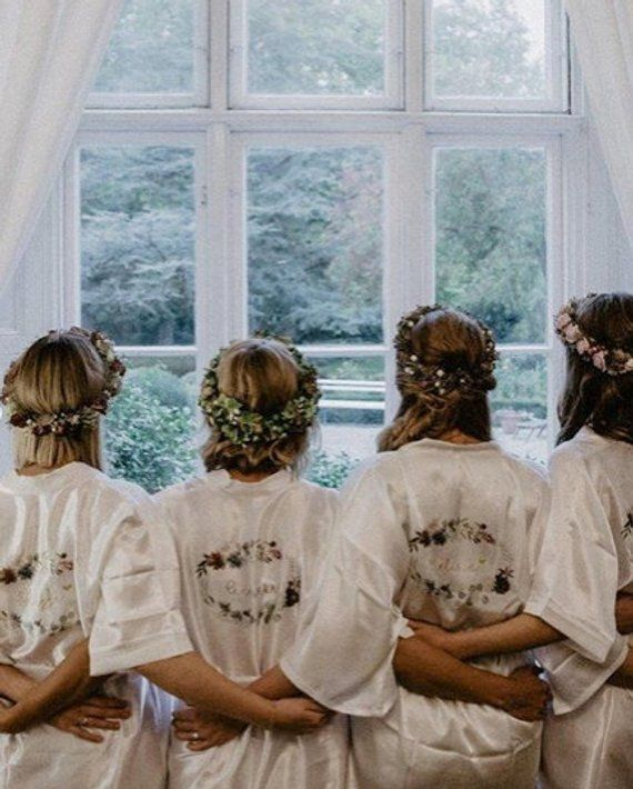 Morgenmantel Hochzeit Brautkimono Weiss Mit Floralem Muster Eukalyptus Personalisierbar Bridesmaid Dresses Bridesmaid Dresses