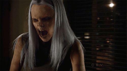 """Hexenbiest es una criatura parecida a una bruja con aspectos de zombies, la carne podrida visible. Aparecieron por primera vez en Grimm en """"piloto"""". Los Hexenbiests destacan a trabajar para la realeza y son extremadamente leales. El término Hexenbiest está reservado para las criaturas femeninas mientras que las criaturas masculinas, como Sean Renard se llaman Zauberbiest o Warlock"""