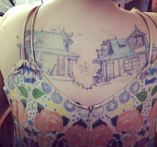 Lena Dunham stunning back tattoo