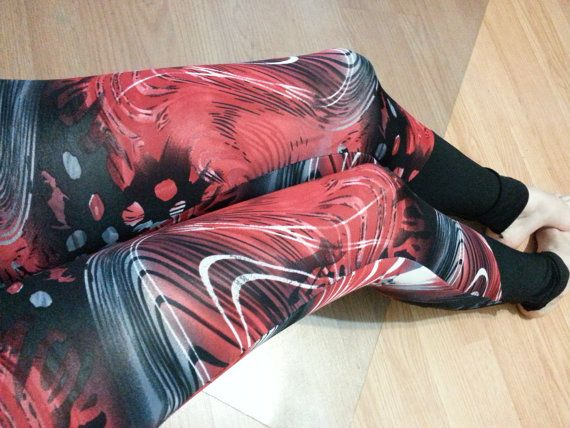 Retrouvez cet article dans ma boutique Etsy https://www.etsy.com/ca-fr/listing/477302163/black-and-red-abstract-leggings