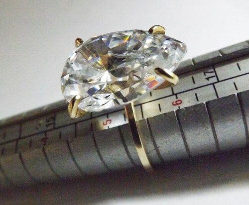 DROP SOLITAIRE, 14 k Yellow Ring, White Zircon, Wedding, Engagement.