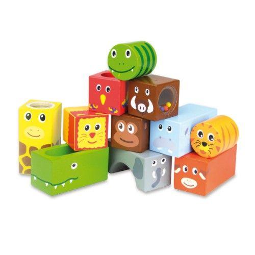 Original : 11 cubes en bois de formes variées (cubes, cylindres, rectangles), gais et colorés à manipuler. Certains sont remplis de billes et font du bruit dès que l'enfant les agite.