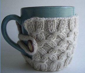 Грелка на чашку - отличный новогодний подарок | Вяжем с Ланой http://mslanavi.com/2013/12/grelka-na-chashku-otlichnyj-novogodnij-podarok/
