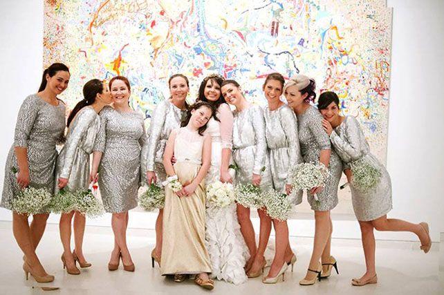 Блестящие серебрянные платья подружек невесты на свадьбе - The-wedding.ru