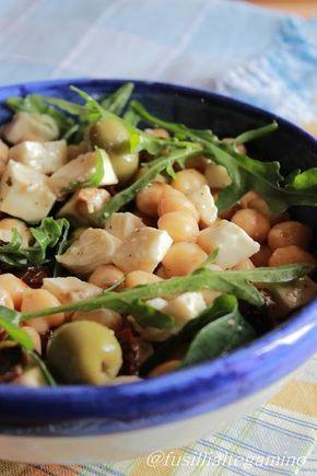 Insalata di Ceci,rucola, primosale,olive e pomodorini secchi