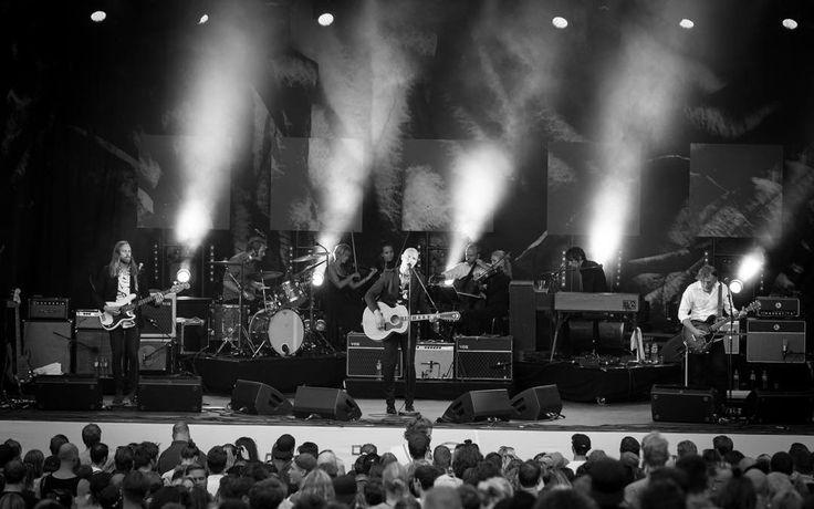 Sivert Høyem rocks the #oslosommer at Piknik i Parken!  #sychedelicrock #concertphotography #livemusicphotography #livemusic #musicphotography #pipfest #festivalsommer #piknikiparken @pipfest @siverthoyem