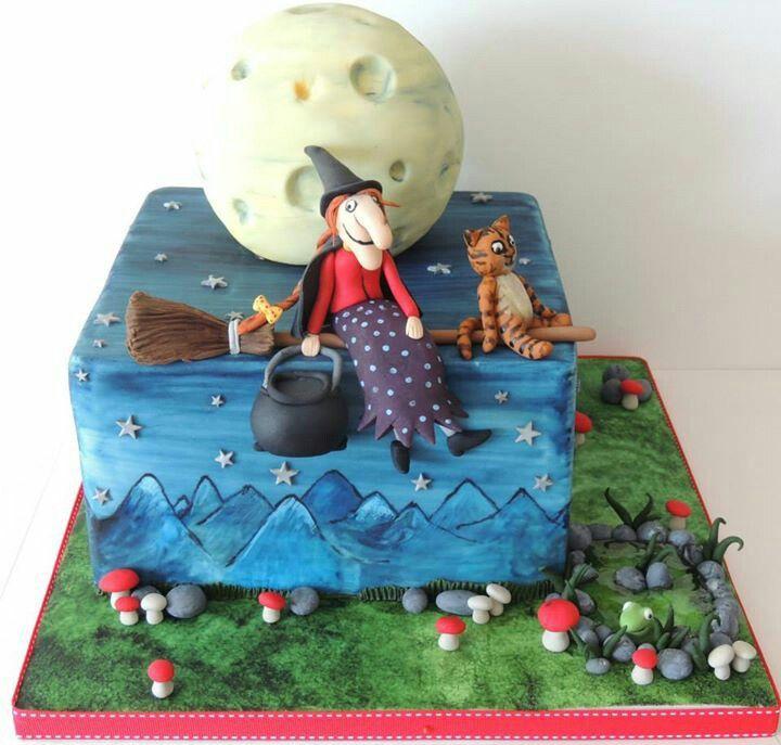 Room on the Broom cake.
