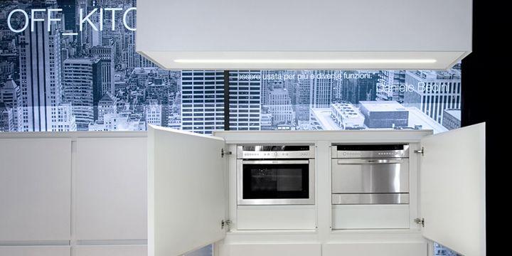 La cucina del futuro creata senza volumi tecnici sotto il lavello
