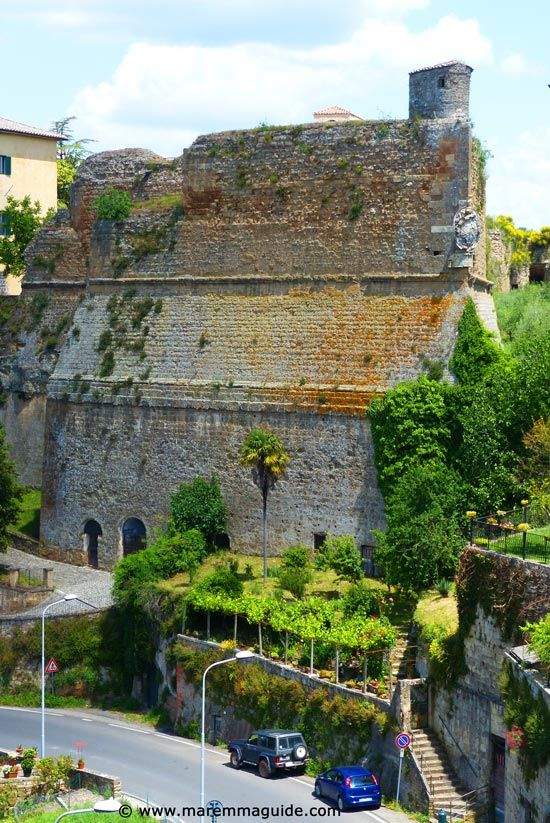 Special places to visit in Tuscany Italy: the Orsini Fortress in Sorano, Maremma