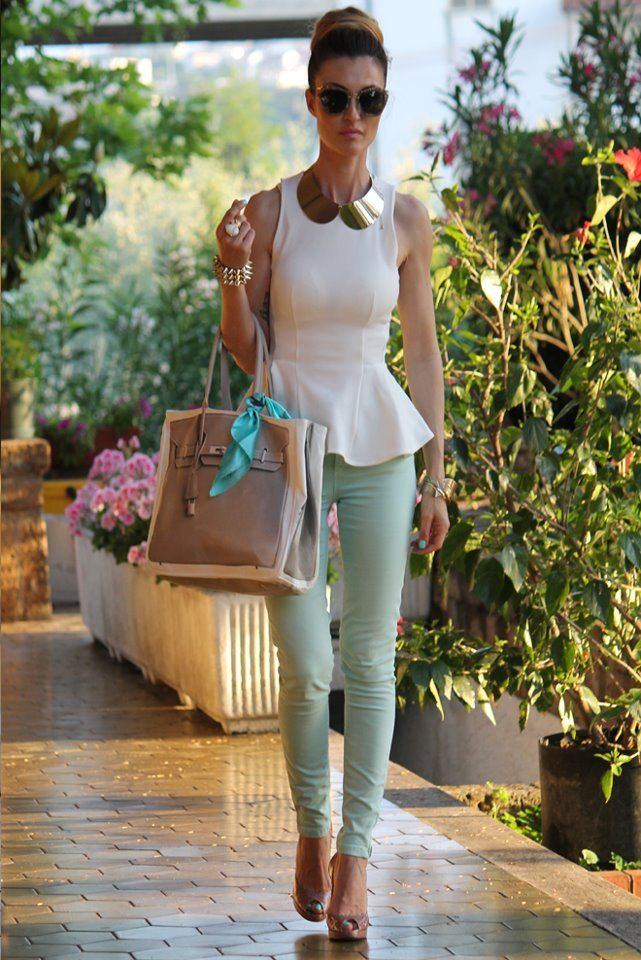 Street Fashion, Chic Outfit, Summer Looks, Statement Necklaces, Skinny Jeans, White Peplum, Style, Peter Pan Collars, White Tops